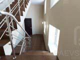 оформление лестницы в общественных интерьерах