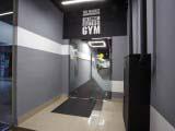 Вход в тренажерный зал фитнес клуба