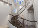 Оформление лестницы частного дома